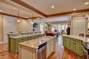 071_Lake Level Kitchen & Billiards