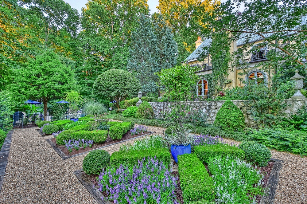 Charlotte Homes For Sale with Glorious Gardens